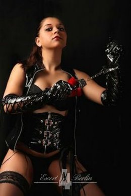 Domina Mistress Bizarrlady Samira offers house - hotel visits in Berlin