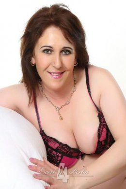 Escort Lady Nancy - tender Mature model spoils with passion