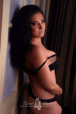 Escort Berlin Lady Teresa - mature experienced Woman for sensual Moments